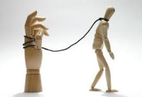 Come ci siamo regalati una schiavitù consenziente