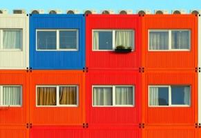 Vecchi container trasformati in case per giovani